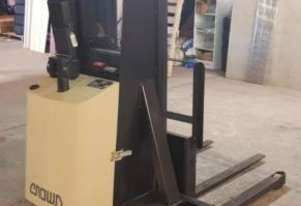 Crown   WALKIE STACKER FORKLIFT