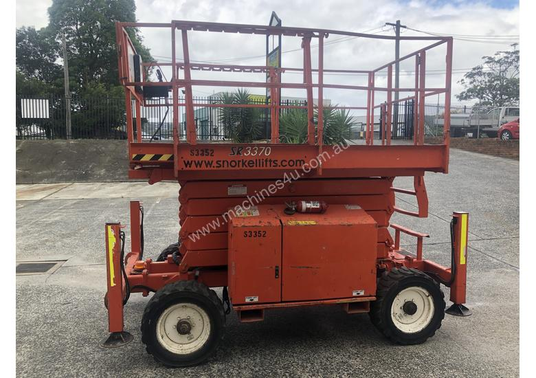 Snorkel SR3370 Rough Terrain Scissor lift