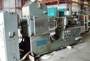 JOHN Hydraulic Injection Moulder