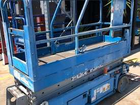 20ft Scissor Lift Electric Genie - picture0' - Click to enlarge