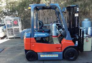 Toyota Electric Forklift Container Entry 2010 model 7fb25 2.5 ton 4.3m Lift solid wheels side shift