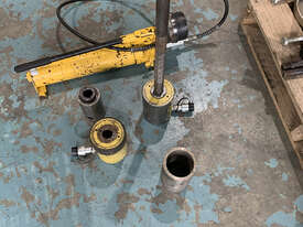 Enerpac Hydraulic Master Puller Set with Hand Pump, 36 Ton, BHP3751G - picture1' - Click to enlarge