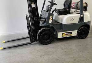 Forklift 2.5 tonne container Nissan eng