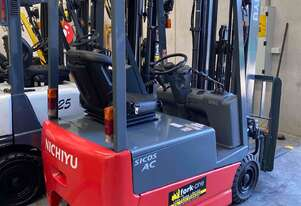 Electric battery forklifts for hire container mast