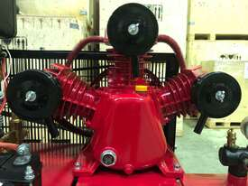 BOSS 20CFM/ 6HP DIESEL AIR COMPRESSOR ON 112L TANK - picture1' - Click to enlarge
