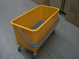 B-042 Window Cleaning Bucket - picture3' - Click to enlarge