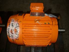 TOSHIBA 10HP 3 PHASE ELECTRIC MOTOR/ 2875RPM - picture1' - Click to enlarge