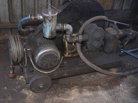 Large Ajax 3 phase 3 HP 2.2kW gear oil pump with f - picture3' - Click to enlarge