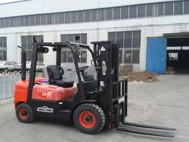 Wecan 2.5 Tonne Forklift Container Mast 3 stage - picture0' - Click to enlarge