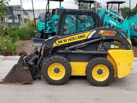 2012 New Holland L218 skidsteer - picture0' - Click to enlarge