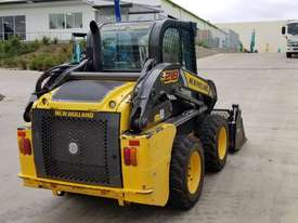 2012 New Holland L218 skidsteer - picture2' - Click to enlarge