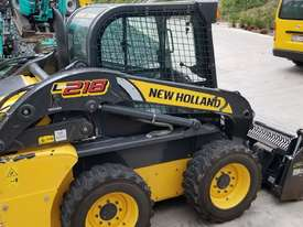 2012 New Holland L218 skidsteer - picture3' - Click to enlarge