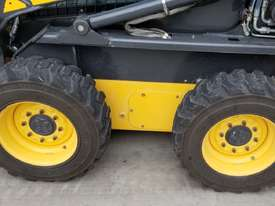 2012 New Holland L218 skidsteer - picture12' - Click to enlarge