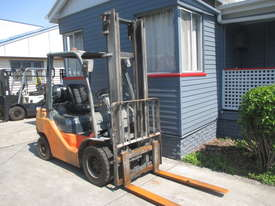 Toyota 2.5 ton LPG Used Forklift - picture1' - Click to enlarge