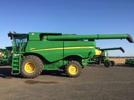 John Deere S660 Header(Combine) Harvester/Header - picture0' - Click to enlarge