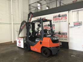 TOYOTA 8FG25 40282 2.5 TON 2500 KG CAPACITY LPG GAS FORKLIFT 4500 3 STAGE CONTAINER MAST. - picture2' - Click to enlarge