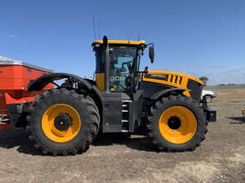 JCB FASTRAC 8330 FWA/4WD Tractor - picture1' - Click to enlarge