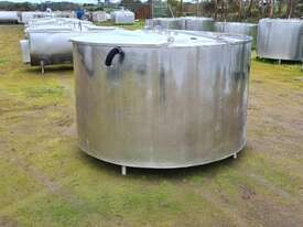 2,280lt STAINLESS STEEL TANK, MILK VAT - picture1' - Click to enlarge