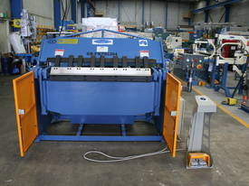 1300MM X 4MM PANBRAKE FOLDER HYDRAULIC  - picture5' - Click to enlarge