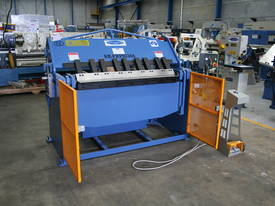 1300MM X 4MM PANBRAKE FOLDER HYDRAULIC  - picture6' - Click to enlarge