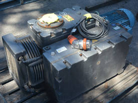 400B Vacuum Pump 403 m3/h 10mbar - picture0' - Click to enlarge