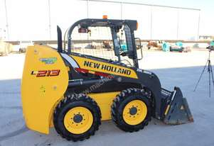 Near new L213 Skid steer with 4 in 1 bucket