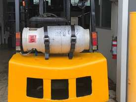 2.5T USED YALE LPG FORKLIFT TRUCK - picture1' - Click to enlarge