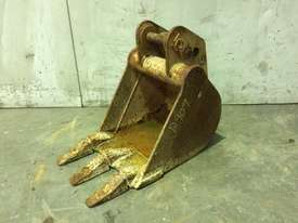 300MM TOOTHED BUCKET TO SUIT 1-2T MINI EXCAVATOR D909 - picture0' - Click to enlarge