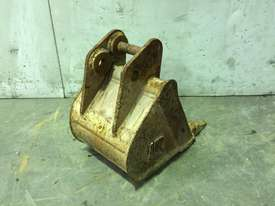 300MM TOOTHED BUCKET TO SUIT 1-2T MINI EXCAVATOR D909 - picture2' - Click to enlarge