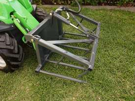 Avant 225 Wheel Loader W/ All Round Grapple - picture0' - Click to enlarge