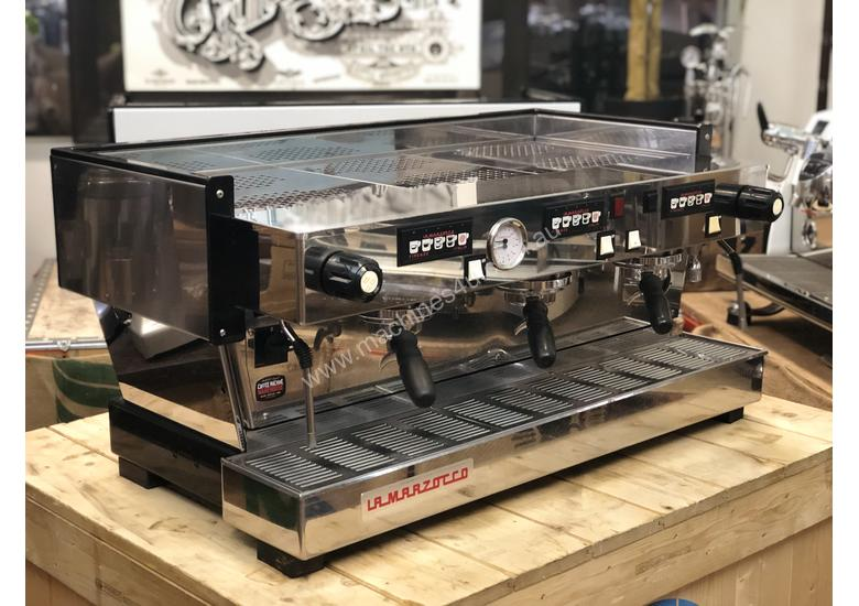 LA MARZOCCO LINEA CLASSIC AV 3 GROUP ESPRESSO COFFEE MACHINE CAFE SPECIALTY