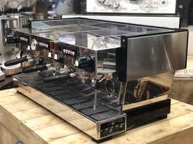 LA MARZOCCO LINEA CLASSIC AV 3 GROUP ESPRESSO COFFEE MACHINE CAFE SPECIALTY - picture1' - Click to enlarge