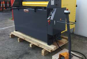 240Volt 1320mm x 2mm Hydraulic Guillotine & Backgauge