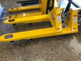 Liftsmart Top Quality 2500kg Pallet Trolleys - picture3' - Click to enlarge
