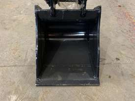1.8 Tonne 300mm Mud Bucket  - picture0' - Click to enlarge