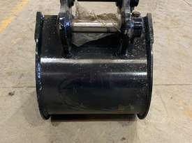 1.8 Tonne 300mm Mud Bucket  - picture3' - Click to enlarge