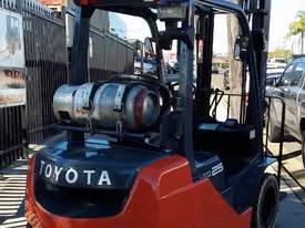 Toyota Forklift 8FG25 2.5 Ton 3.7m Lift Refurbished Excellent Condition - picture1' - Click to enlarge