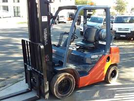 Toyota Forklift 8FG25 2.5 Ton 3.7m Lift Refurbished Excellent Condition - picture3' - Click to enlarge