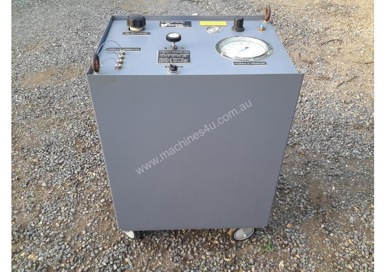 Air operated hydruaulic power pack