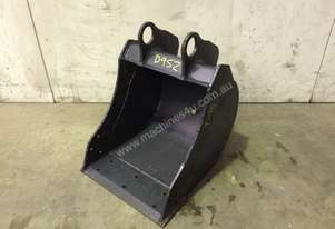 UNUSED 350MM BUCKET WITH BLANK HOOKUPS SUIT 1-2T EXCAVATOR D952