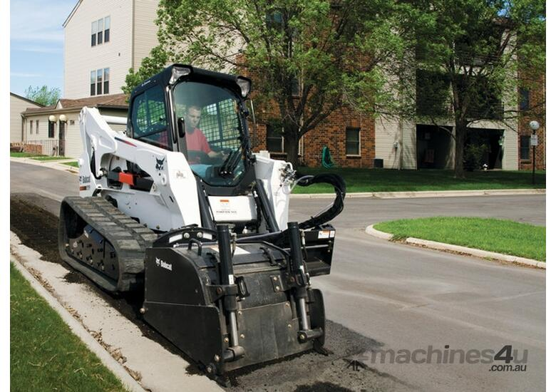 T870 Compact Track Loader