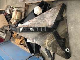 HK02 Chuck / Pipe Clamp suit 50-1150mm - picture1' - Click to enlarge