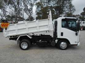 Isuzu NLR200 Tipper Truck - picture8' - Click to enlarge
