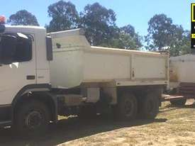 Volvo FM9 Tipper & Super Dog Combo, very neat. EMUS NQ - picture0' - Click to enlarge