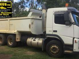 Volvo FM9 Tipper & Super Dog Combo, very neat. EMUS NQ - picture1' - Click to enlarge