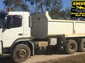 Volvo FM9 Tipper & Super Dog Combo, very neat. EMUS NQ - picture3' - Click to enlarge