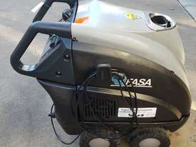 Fasa Hyper L 240V Hot water Pressure cleaner - picture0' - Click to enlarge