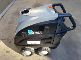 Fasa Hyper L 240V Hot water Pressure cleaner - picture2' - Click to enlarge