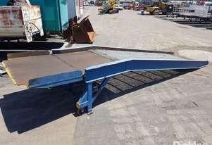 1 x Loading Ramp. Please Note: Serial Number Not Visible