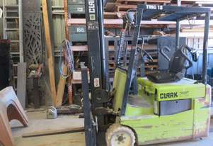 Forklift, Clark 3 wheel electric counter balance TMG18